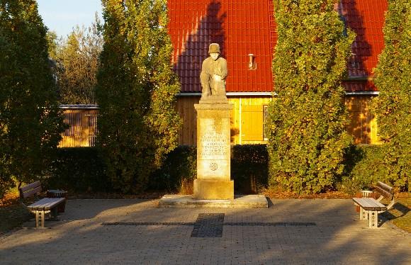 Kriegerdenkmal am aktuellen Standort