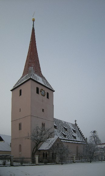 Kirchturm im Winter